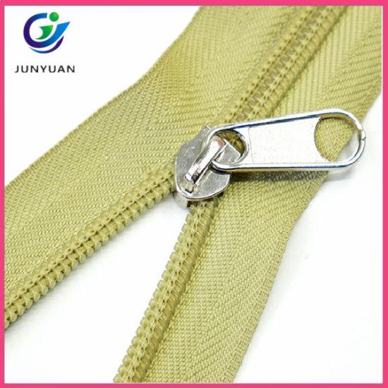 Metal and Plastic Puller Nylon Zipper
