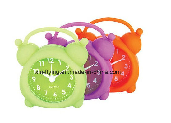 Unbreakable Apple Shape Lovely Kid′s Colorful Snooze Mute Silicone Mini Table Alarm Clocks pictures & photos