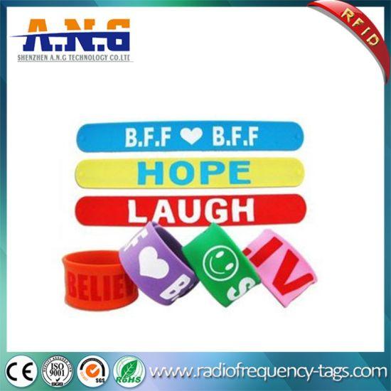 China Custom Promotional Debossed Logo Reflective Silicone Slap
