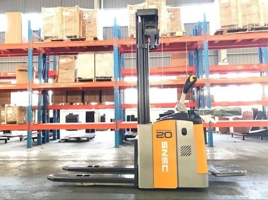 1500kg-2000kg Electric Stacker with 3m Height pictures & photos