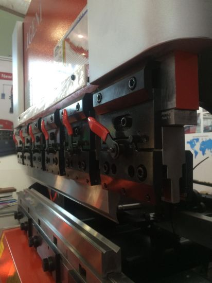 Amada Type 4 Axis Sheet Metal Hydraulic CNC Press Brake pictures & photos