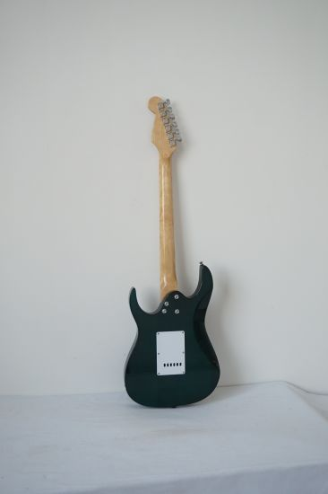 Wholesale Colour Solid Basswood Body Ash Veneer Electric Guitar pictures & photos
