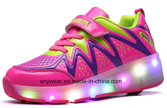 Children LED Light Roller Skating Sneaker Shoes (8082) pictures & photos