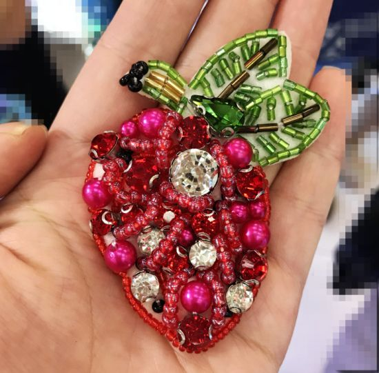 Strawberry Shape Rhinestone Decorative Trim Handmade Applique pictures & photos