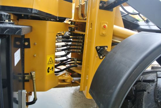 Manufacturer Articulated 1.6ton Hydraulic Oj16 Mini Wheel Loader pictures & photos