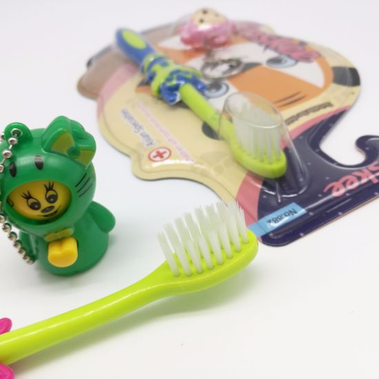 Kid/Child/Children Toothbrush with Slender & Soft Bristles, Gift Included The Pack 882 pictures & photos