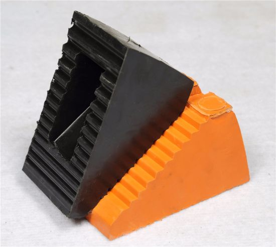 Easy Install Black Car Wedge/Wheel Chock/Buffer Block/Rubber Car Stopper pictures & photos