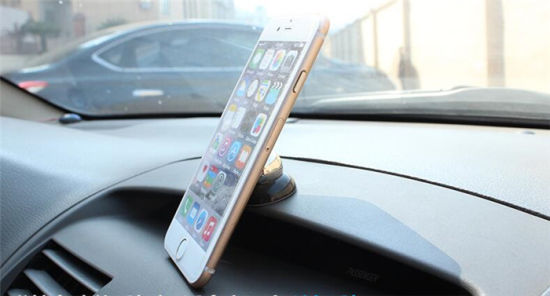 Universal Magnetic Car Holder for Mobile Phone pictures & photos