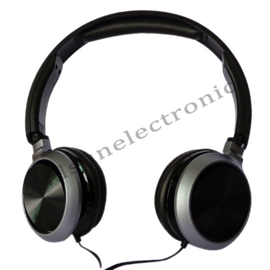 on Ear Metallic Color Stereo Headphone with Mic with 3.5mm Wired Communication for Poratble Media Player pictures & photos