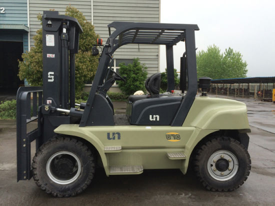 New Heavy Duty Cabin Diesel Forklift 7ton pictures & photos