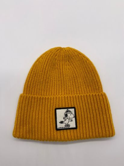 Embroider Snoopy Beanie Black/ Yellow OEM Wholesale Cap pictures & photos
