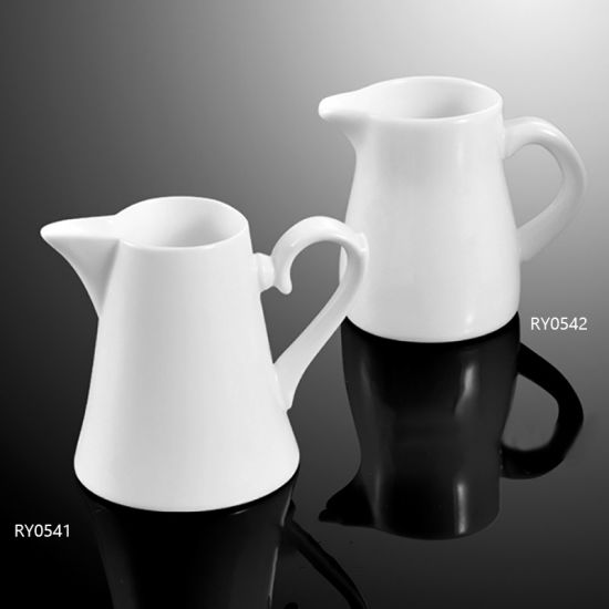 Hot Sale White Porcelain Creamer with Handle pictures & photos