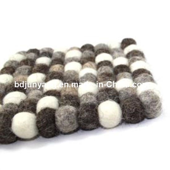 Handmade Pure New-Zealand Wool Felt Ball Rug pictures & photos