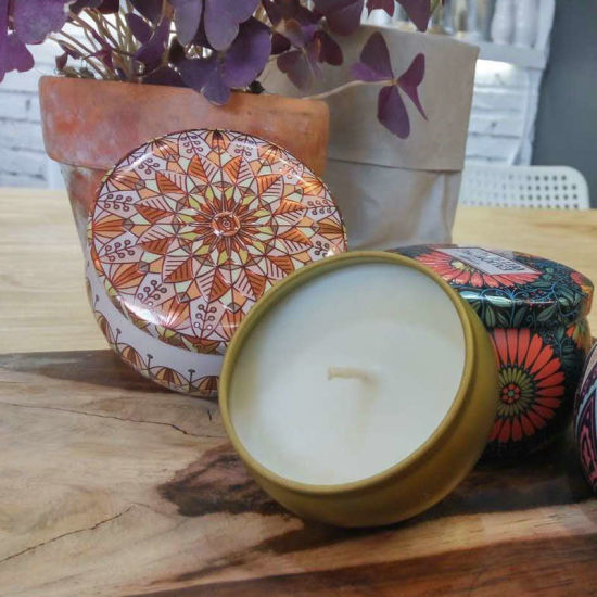 Wholesale China Supplier Paraffin Wax Scented Candle in Colorful Tins