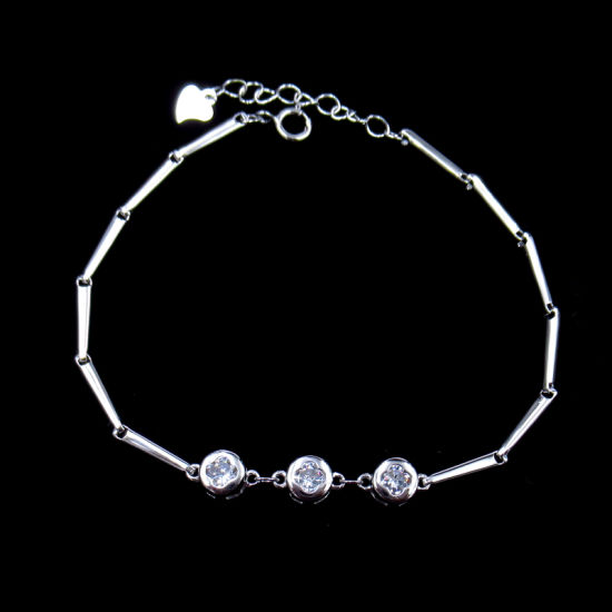 Luck Four Leaf Clover Shaped Pure Silver Cubic Zirconia Bracelet for Girl Appointment pictures & photos