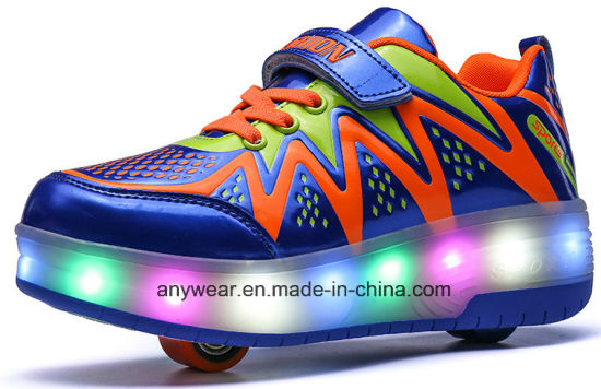 LED Light Roller Skating Shoes for Children (8082A) pictures & photos