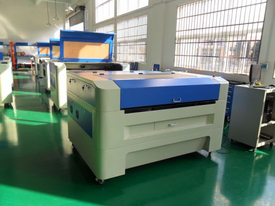 High Quality CO2 Laser Engraving Machine for Non-Metlas (3.2*2′, 4.2*3′, 5.2*3.2′, 8.2*4.2′) pictures & photos