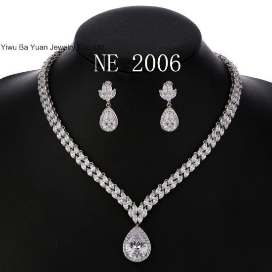 Women′s Silver-Tone Cubic Zirconia Teardrop Flower Bridal V-Necklace Jewelry Set Dangle Earrings pictures & photos