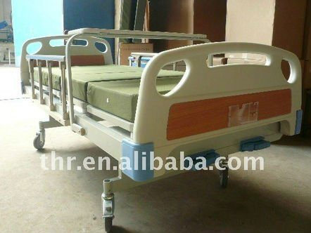 2-Function Manual Hospital Bed With Dining Table pictures & photos