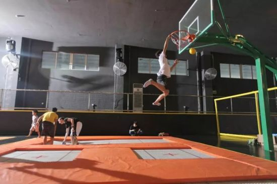 Large Indoor Trampoline Bed for Amusement Park pictures & photos