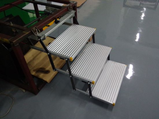 Es-F-T Aluminum Electric Three Folding Steps with CE Certificate Can Load 150kg pictures & photos