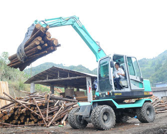 Four Wheel Driving Tire Excavator for Sugarcane Loading and Unloading pictures & photos