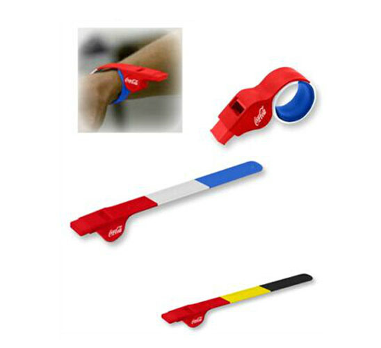 2020 Promotional Silicone Clap Bracelet Whistle pictures & photos