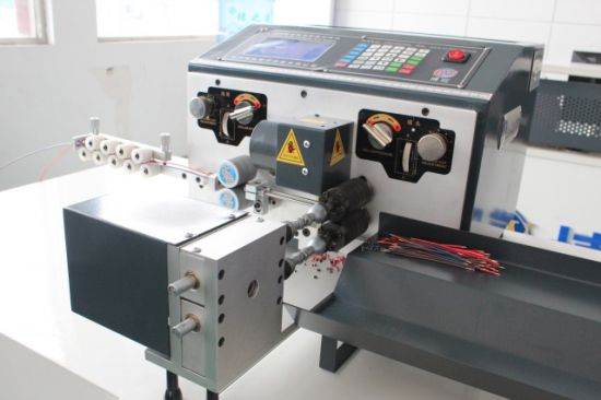 Double Wires Mode Computerized Wire Cutting, Stripping and Twisting Machine pictures & photos