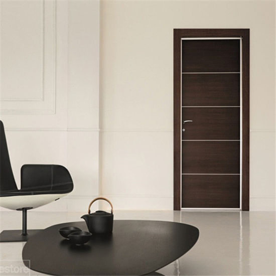 China Manufacturer Customized Wood Color Hinged Door