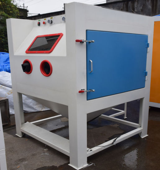 China Sandblast Cabinet with Gloves, Pedal, Gun, Nozzles and Built