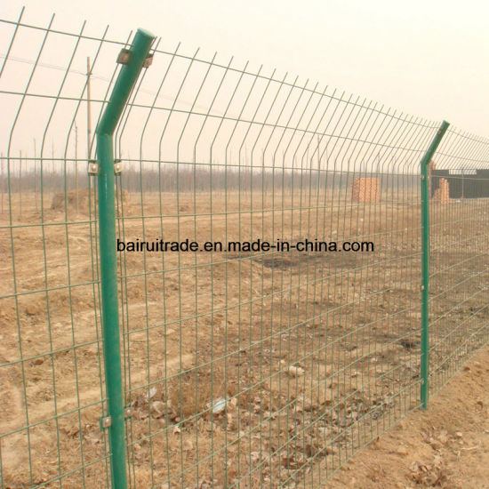 Galvanized Barbed Wire Fence Breeding Enclosure Mesh Fence pictures & photos