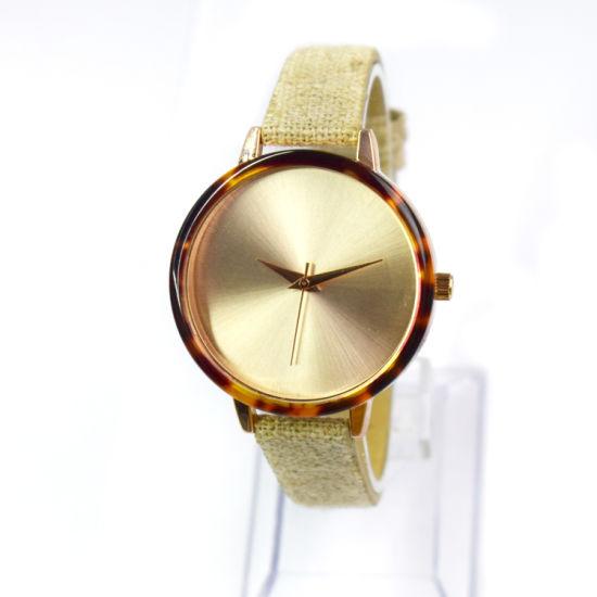 Wholesale Watch Promotional Customize Logo Special Strap Quartz Watch (cm19010)