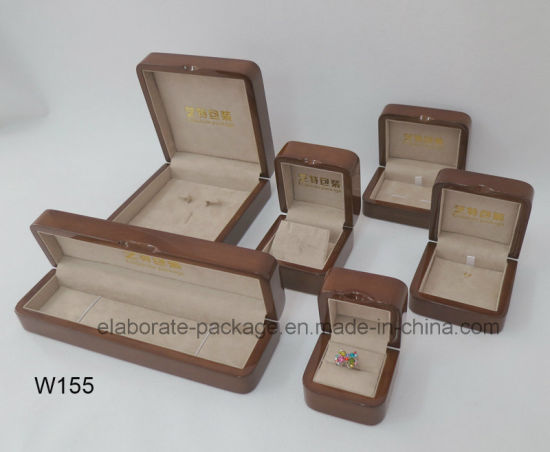 Solid Walnut Wooden Collection Bracelet Box pictures & photos