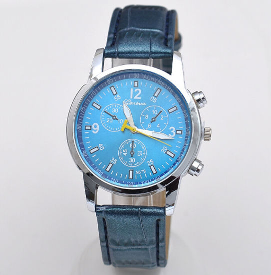 Promotional Alloy Three-Dial OEM Quartz Watch with PU Strap pictures & photos