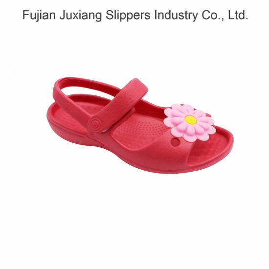Cute Flower Decoration Girls Sandals pictures & photos