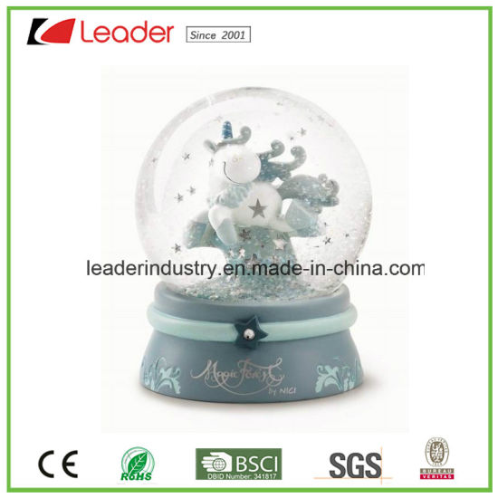 Hand-Painted Resin Snow Globe Bird Figurines for Souvenir Gift and Home Decoration, OEM Are Welcome pictures & photos