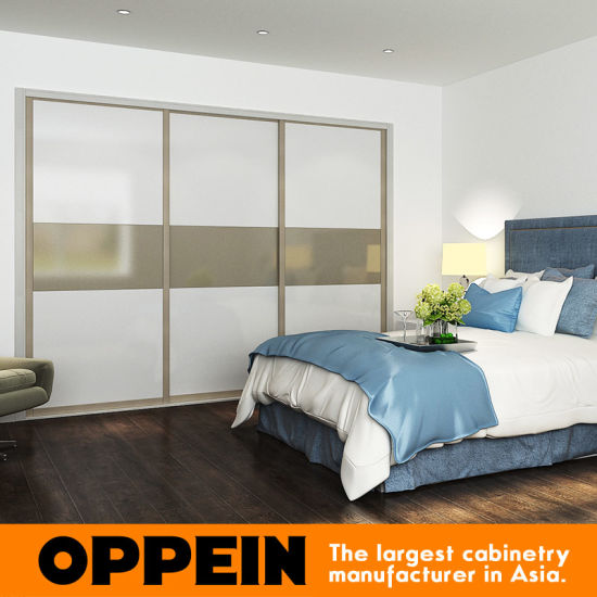 Oppein Modern Glossy Lacquer 3 Doors Sliding Wooden Wardrobe (YG16-L01) pictures & photos