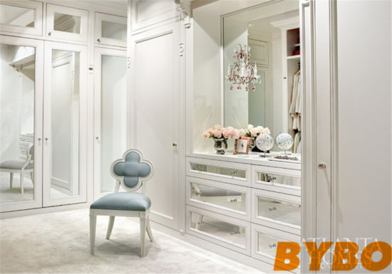 Foshan Walk In Mirrored Closet With Gray Quatrefoil Chair (BY W 20)