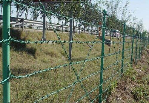 Corrosion Resistant cattle fencing and hinge joint field fence