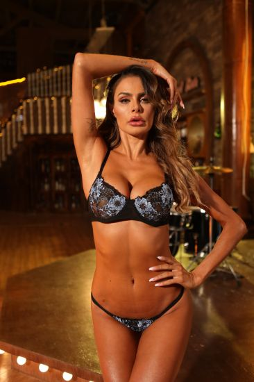 Sexy Lady Hot Intimates Lace Bra Underwear Set for Sexy Woman