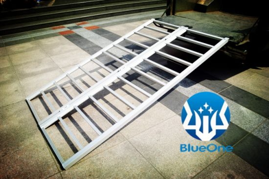 Aluminum Bi-Fold Ramp Aluminum Extra-Wide Bi-Fold ATV Ramp pictures & photos