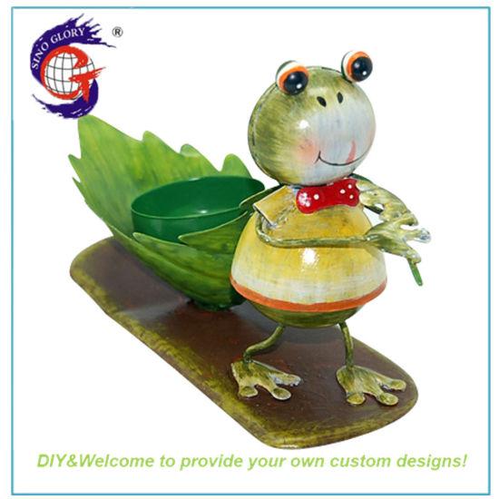 New Design Metal Frog LED Candle Holder for Garden Decor