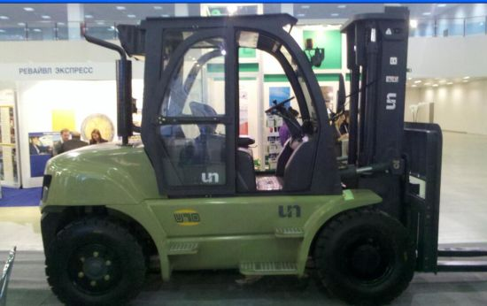 Un 7.0t Diesel Forklift with Original Isuzu Engine and Duplex 4.0m Mast pictures & photos