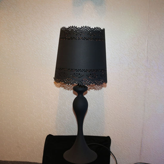 European Style Black Iron Cutting Bedside Table Lamp pictures & photos