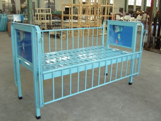 Thr-CB003 Medical Single Crank Children Medical Bed pictures & photos