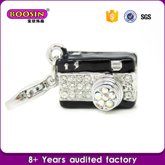 Guangzhou Wholesale Alloy Rhinestone Football Charm Jewelry pictures & photos