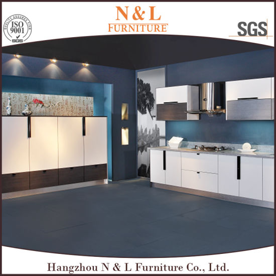 Supply Customized High Gloss Lacquer Kitchen Cabinets Competitive Price pictures & photos