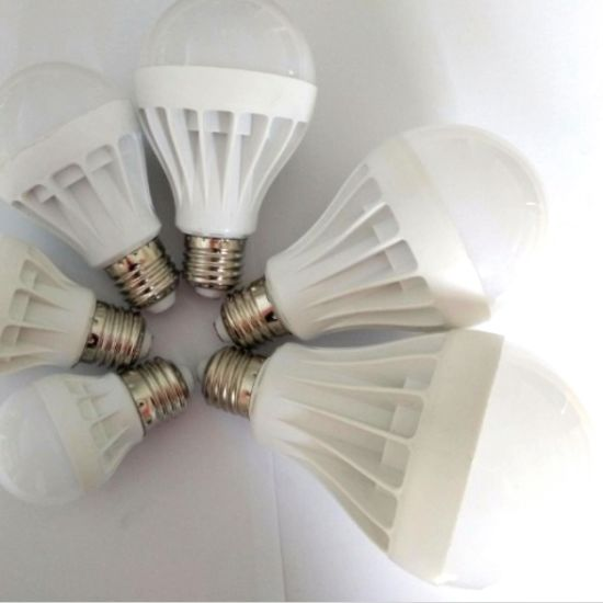 Hot Sale High Quality Plastic E27 E14 B22 LED Bulb Light 5W AC160-280V 2 Years Warranty pictures & photos