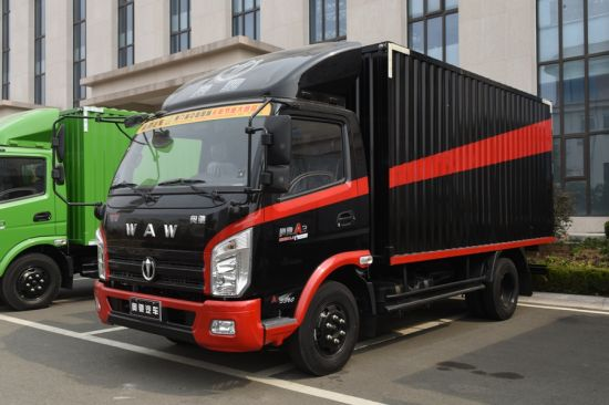 4-5 Ton Light Truck with Dry Cargo Box and Turbo-Charging & Inter-Cooling Engine pictures & photos