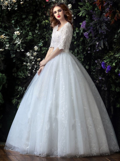 China Half Sleeve Tulle Lace Ball Gown V-Neck Wedding Dress (Dream ...